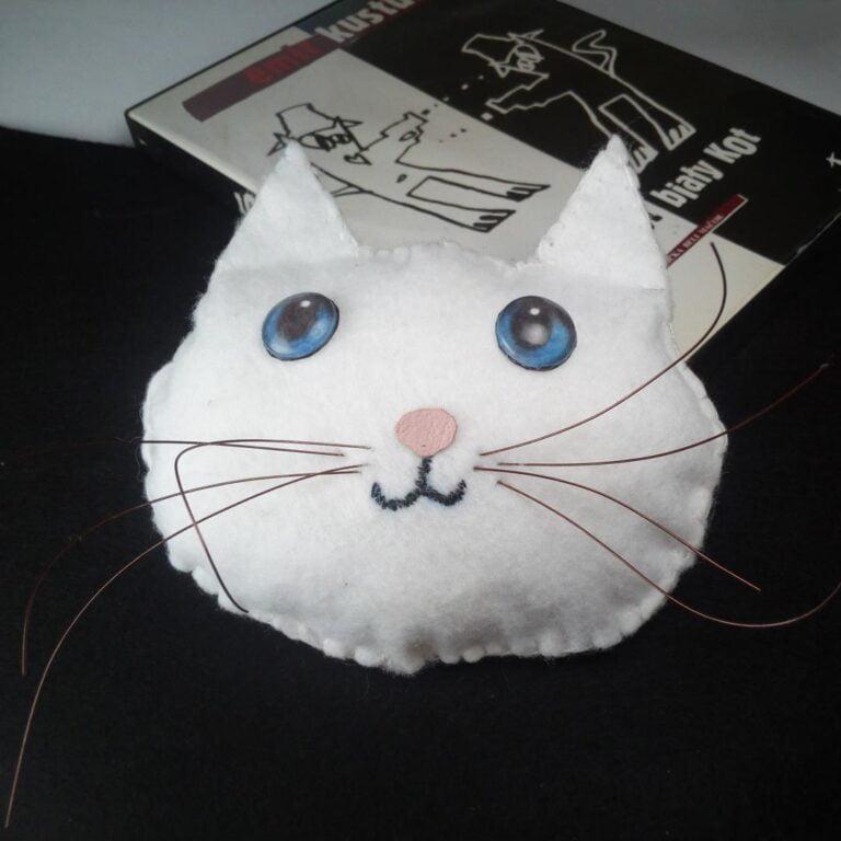 """Autorka: Lena Batko, Dopełnienie pracy """"Czarny kot, biały kot"""""""
